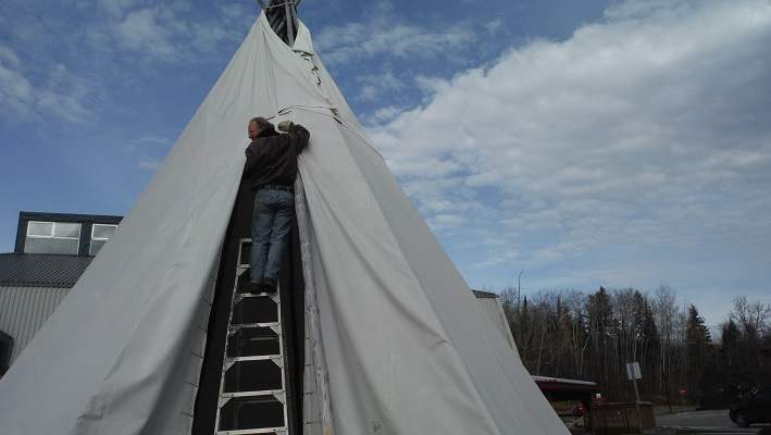 photo of Dan putting up Temagami tipi