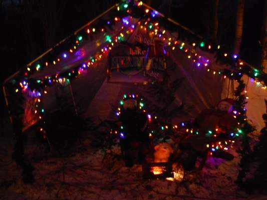 photo of Lake Herridge Lodge Christmas light display